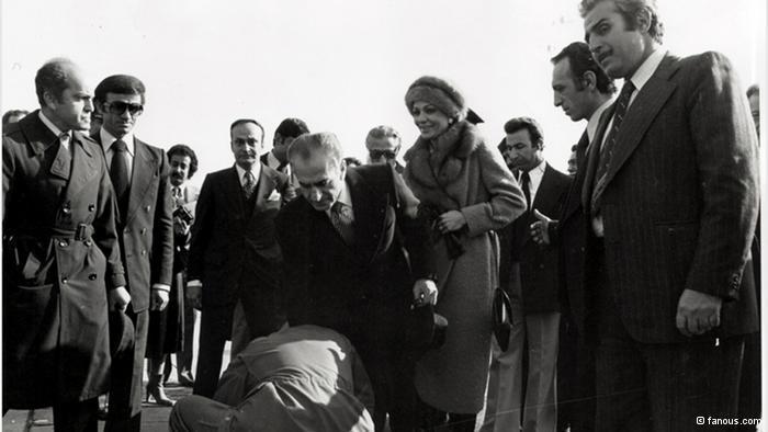 Shah Reza Pahlavi leaves Tehran (photo: fanus.com)