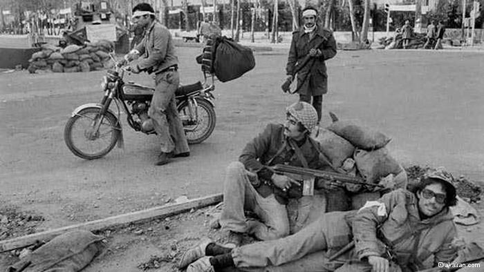 Armed men in the streets of Tehran (photo: akairan.com)