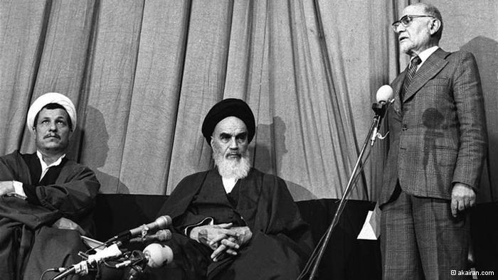 Ayatollah Khomeini and Mehdi Bazargan (photo: akairan.com)