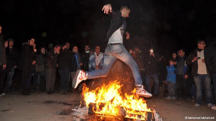 """The """"Chaharshanbeh-soori"""" fire jump (photo: © Mohamad Mohamadi)"""