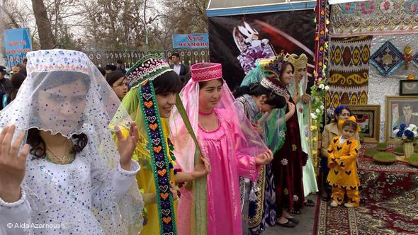Tajik women dancing to celebrate Nowruz (photo: © Aida Azarnoush)