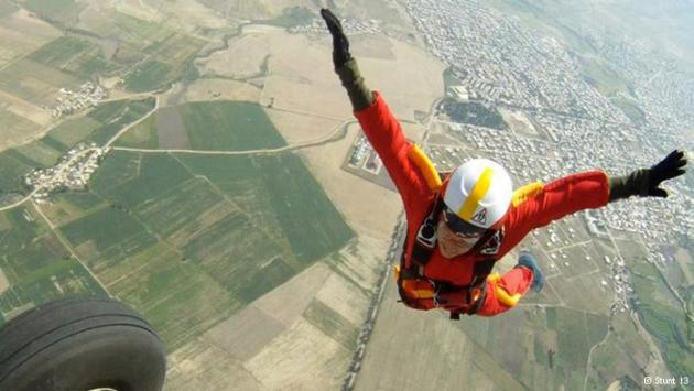 Mahsa Ahmadi skydiving in 2012 (photo: Stunt 13)