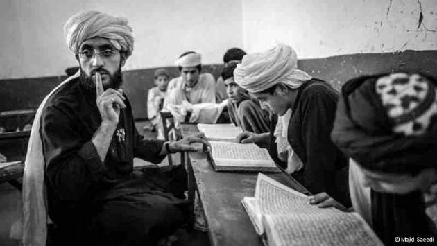 A teacher and pupils at a Koran school (photo: Majid Saeedi)