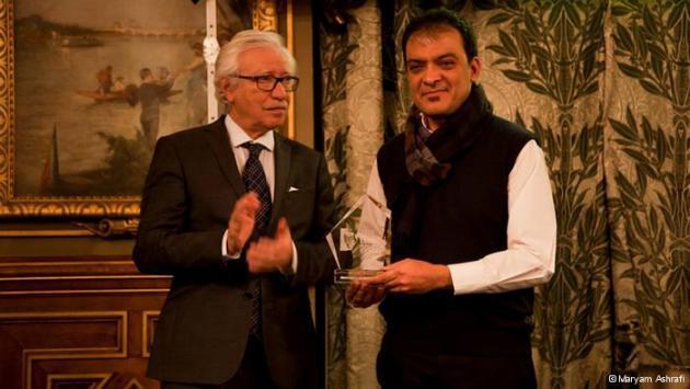 Majid Saeedi receiving an award (photo: Maryam Ashrafi)