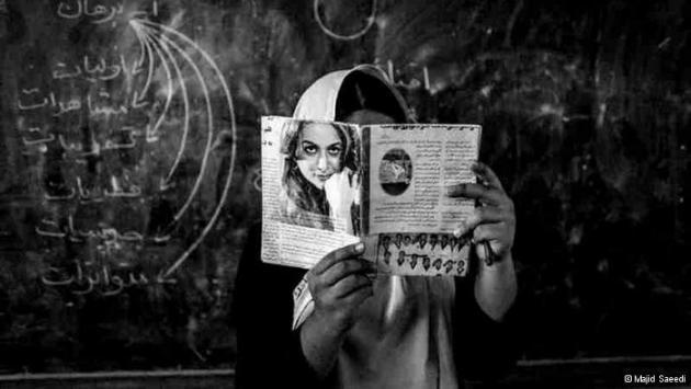 A woman reading (photo: Majid Saeedi)