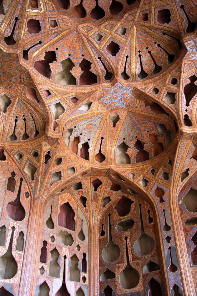 Music room in Ali-Qapu Palace in Isfahan (photo: Shohreh Karimian/Johannes Ziemer)