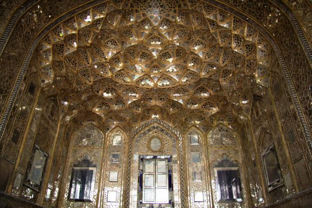 Interior of the Chehel Sotun Palace in Isfahan (photo: Shohreh Karimian/Johannes Ziemer)