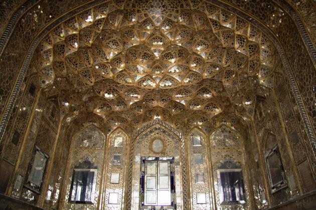 Interior of the Chehel Sotun Palace in Isfahan (photo: Shohreh Karimian/Johannes Ziemer)