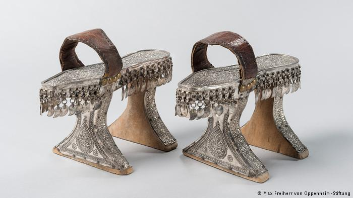 Turkish bathing stilts from the eighteenth or nineteenth century (photo: Max Freiherr von Oppenheim-Stiftung)