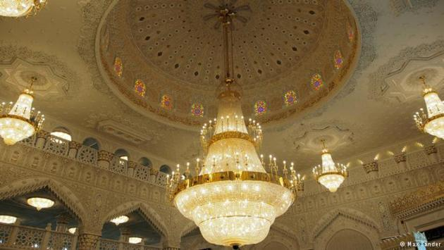 Interior of the Umar Ibn Al-Khattab Mosque in Berlin-Kreuzberg (photo: Max Zander)