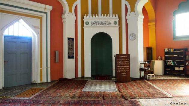 Interior of the Berlin Mosque in Berlin-Wilmersdorf (photo: Max Zander)