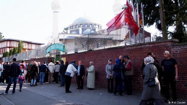 The Sehitlik Mosque in Berlin-Neukölln (photo: Max Zander)