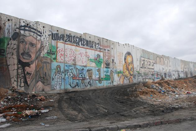 Portraits of Yasser Arafat (left) and Marwan Barghouti (right) on the wall (photo: Laura Overmeyer)