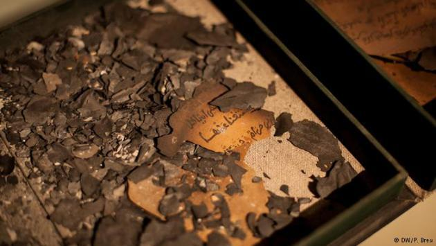 The charred remains of some manuscripts from the Ahmed Baba Institute that were burned by Islamists (photo: DW/P. Breu)
