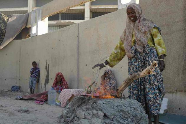 A woman making bread at a refugee camp outside Tripoli, July 2013 (photo: Valerie Stocker)