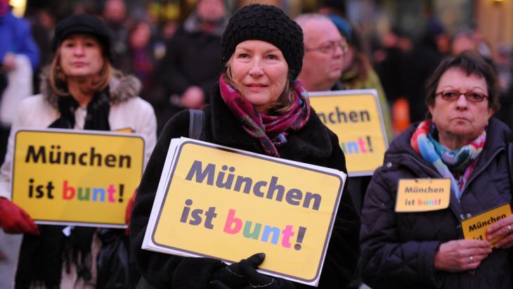 Anti-Pegida demonstrators in Munich (photo: picture-alliance/dpa/T. Hase)