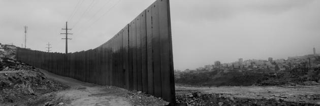 Shu'fat refugee camp, overlooking Al 'Isawiya, East Jerusalem, 2009 (photo: © Josef Koudelka / Magnum Photos)