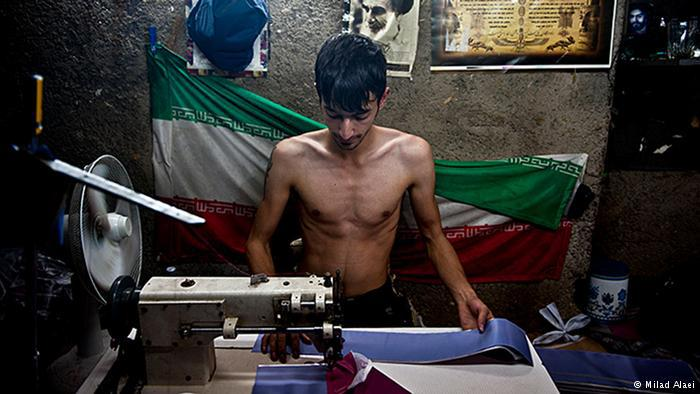 Afghan worker without shirt (photo: Milad Alaei)