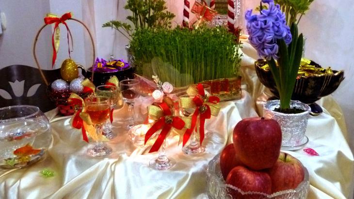 """Haft Sin""-table (photo:  Zanguyi Boushehri)"
