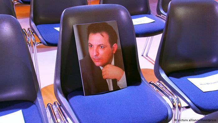 Photo of the Syrian journalist Mazen Darwish on an empty seat (photo: picture-alliance/Eventpress)