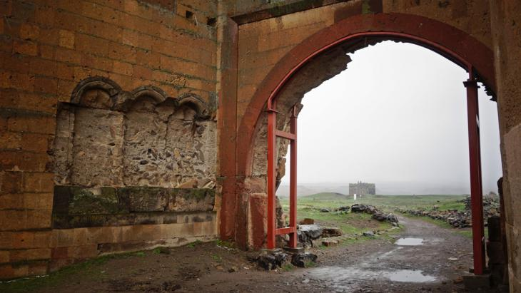 The Lion Gate in the ruined city of Ani (photo: DW/F. Warwick)