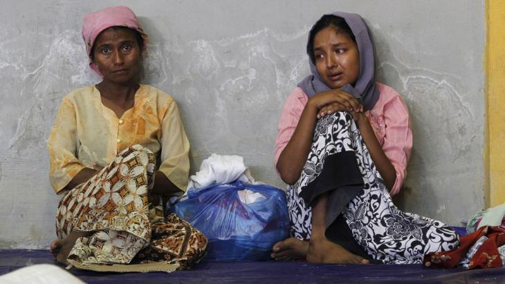 Migrants believed to be Rohingya inside a shelter, Lhoksukon, Aceh Province, Indonesia, 11 May 2015 (photo: Reuters/R. Bintang)