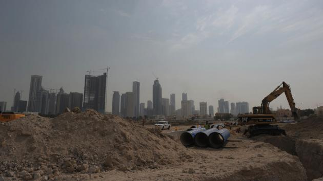 Construction site in Doha, Qatar (photo: picture-alliance/Andreas Gebert)