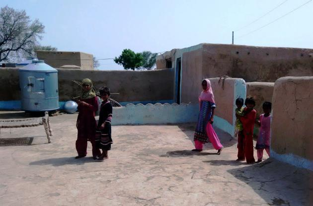 Women and children in a back courtyard in a community in the Cholistan Desert (photo: Usman Mahar)