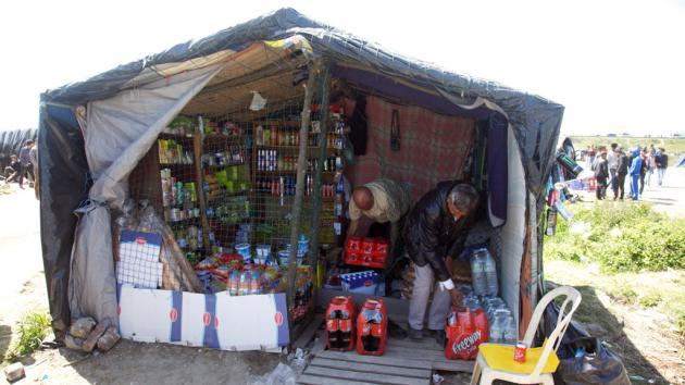 A shop for refugees in Calais (photo: DW/L. Scholtyssek)