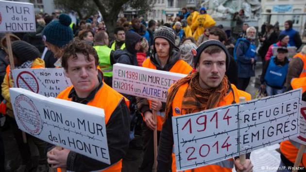 French citizens demonstrate in a show of solidarity with the refugees (photo: Reuters/P. Wojazer)
