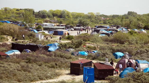 Refugee tents in Calais (photo: DW/L. Scholtyssek)