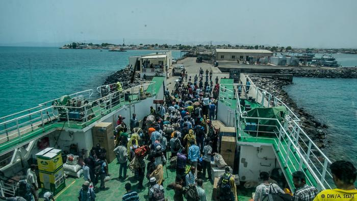 Refugees on a ferry in Djibouti (photo: DW/Andreas Stahl)