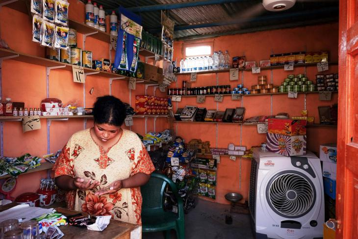 This woman runs a corner shop on Suheil island (photo: Maya Hautefeuille)