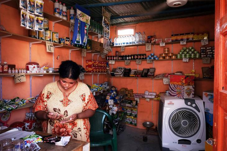 This woman runs a corner shop on Suheil island (photo: Maya Hautefeuille)