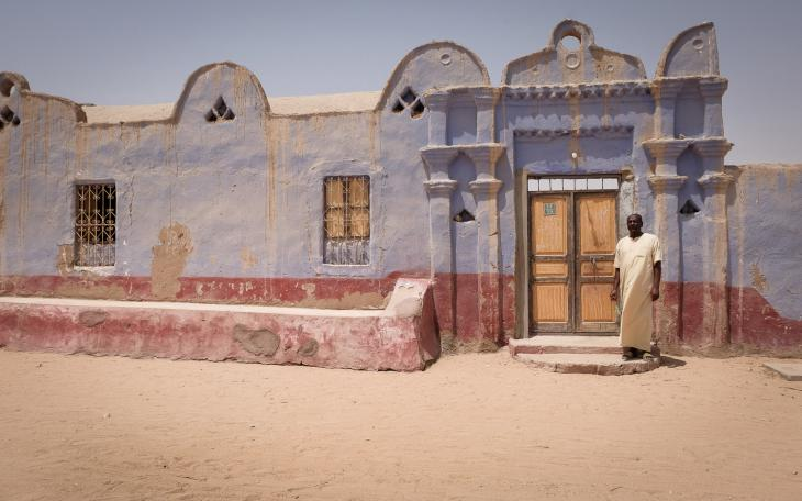 A Nubian poet stands in front of a traditional Nubian house, West Aswan (photo: Maya Hautefeuille)