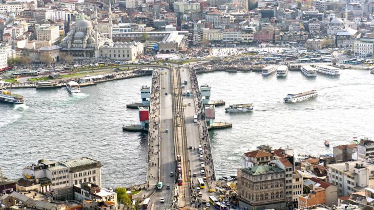 The Galata bridge over the Golden Horn, Istanbul (photo: fotolia/ASIKK)