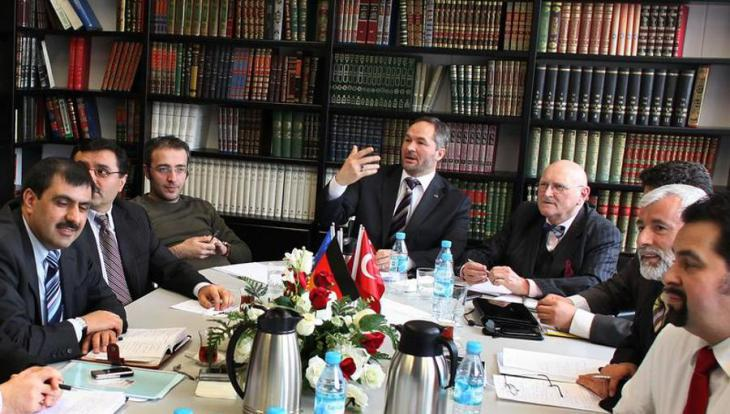 The spokesman for the Muslim Coordination Council, Bekir Alboga (centre left), the former chairman of the Central Council of Muslims, Ayyub Axel Kohler (centre right) and Aiman Mazyek (far right), the current chairman of the Central Council (photo: dpa)