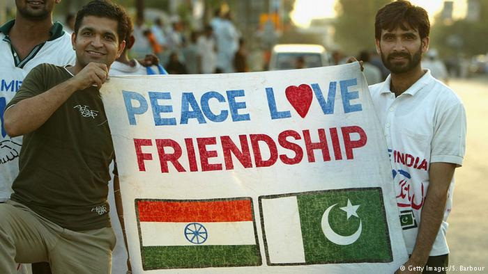 Cricket fans from India and Pakistan (photo: Getty Images/S. Barbour)