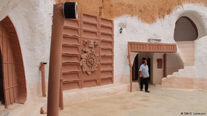 Man inside the white Sidi Driss hotel used as Star Wars film set (photo: E. Lehmann)