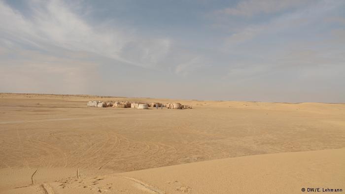 Sand dunes outside the town of Mos Espa (photo: E. Lehmann)