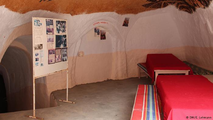 Tables inside Sidi Driss hotel (photo: E. Lehmann)