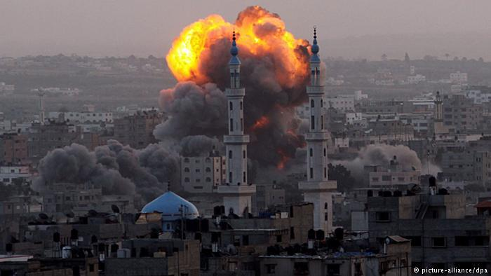 Israeli attack on Gaza in 2012 (photo: picture-alliance/dpa)
