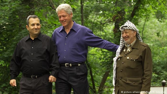 Barack, Clinto and Arafat at Camp David, USA (photo: picture-alliance/AP Photo/R. Edmonds
