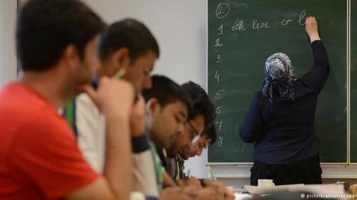 German course for asylum-seekers (photo: picture-alliance/dpa)
