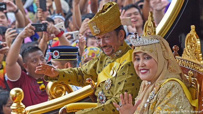 Brunei Sultan Hassanal Bolkiah and his wife Queen Saleha