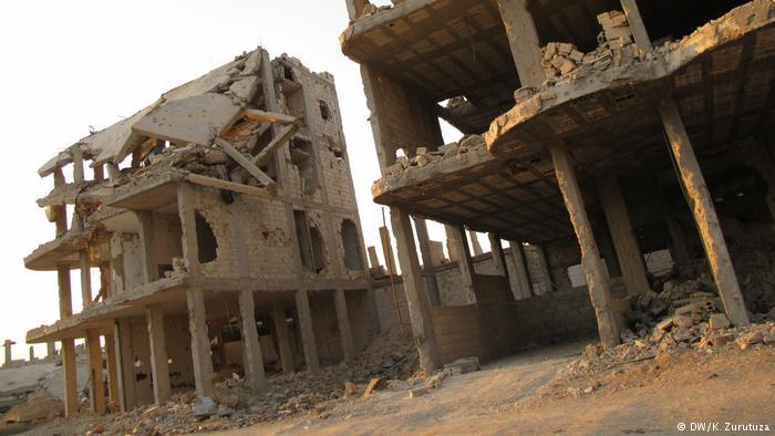 Derelict buildings in downtown Kobani (photo: DW/Zurutuza)