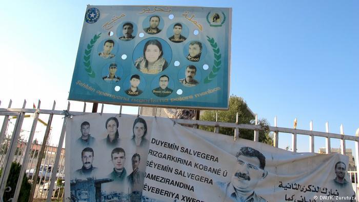 Kobani's dead fighters on a billboard in downtown Kobani (photo: DW/Zurutuza)