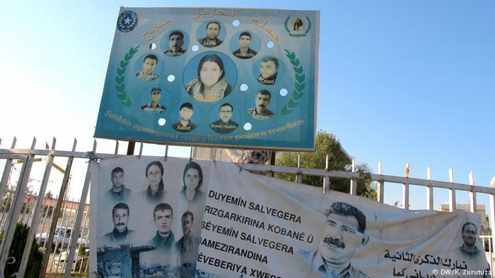 Kobani's dead fighters on a billboard in downtown Kobani (photo: DW/Zurutuza)
