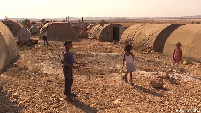 Kids play in a refugee camp outside Kobani (photo: DW/Zurutuza)