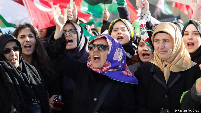 Turkish women protesting (photo: Reuters/O. Orsal)